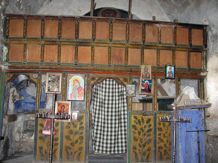 Cherkva Staro selo Milanovo - ikonostas