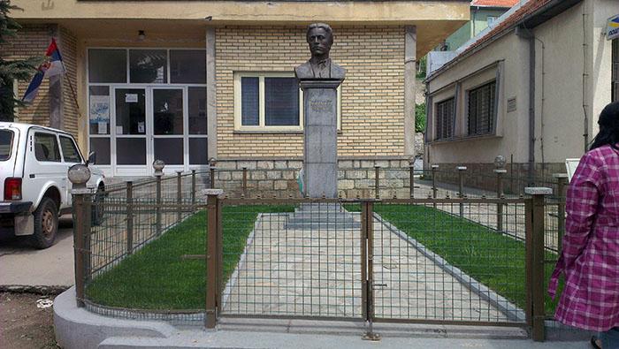 Bosilegrad_pametnik_Levski