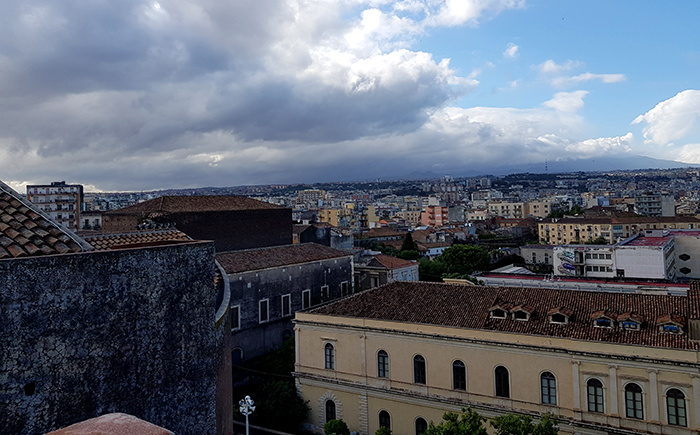 Chiesa di San Nicolo l'Arena dome Etna