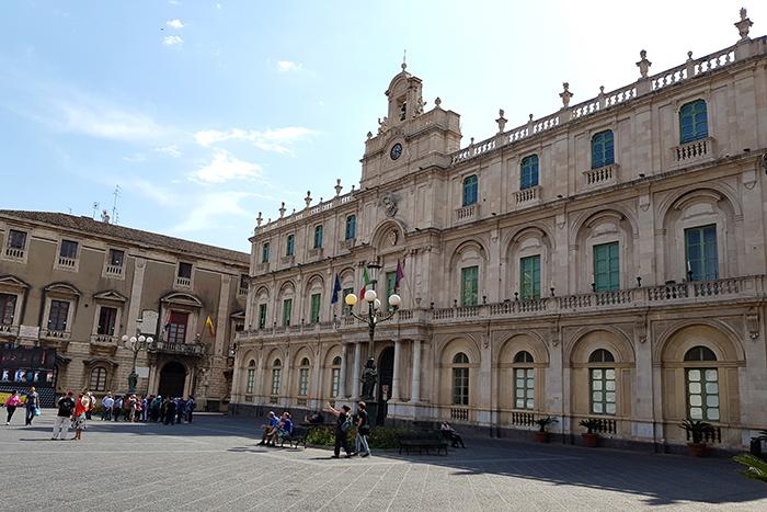 Piazza Università 2