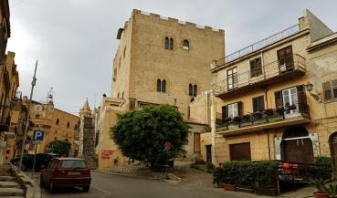 Замъкът Torre Ventimiglia