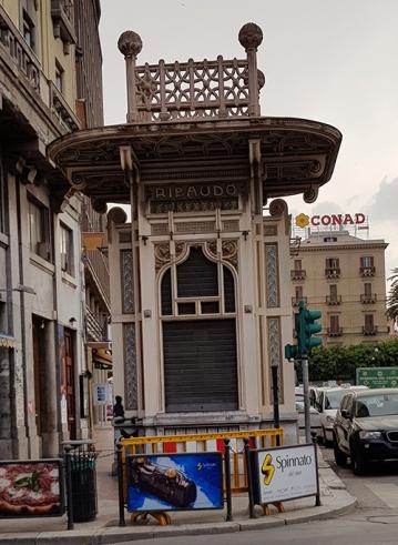 Киоск пред Teatro Politeama