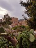 Поглед към замъка Torre Ventimiglia от градския пърк