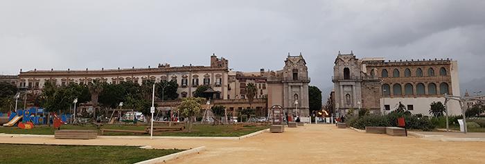 Porta Felice, погледната откъм морето