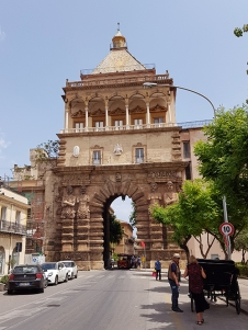 Porta Nuova, погледната откъм Via Cappuccini