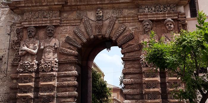 Входът на Porta Nuova