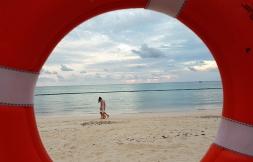 Малко романтични гледки от плажа на свечеряване