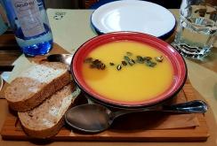 Крем-супа от тиква с печени тиквени семки