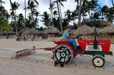 С това тракторче заравняват пясъка