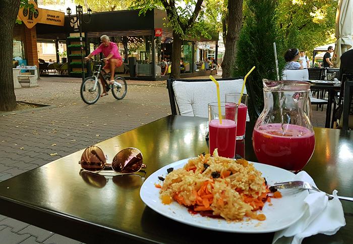 Salata s cveklo morkovi i yabalka